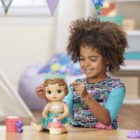 Baby Alive Narozeninová tmavovlasá panenka 3