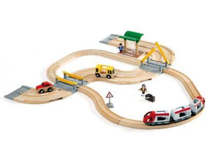 Brio Vláčkodráha s os. vlakem, závorami a silničním přejezdem 33 dílů
