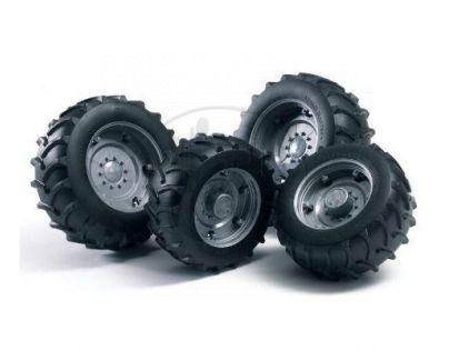 BRUDER 02001 - Náhradní kola k traktoru (stříbrná)