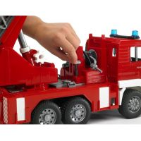 BRUDER 02771 - MAN - Hasičská stříkačka s vodní pumpou 5