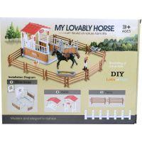 Made Dostihové centrum s koněm a ohradou černý kůň