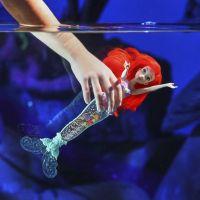 Hasbro Disney Princess panenka svítící Ariel do vody 3