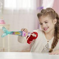 Hasbro Disney Princess panenka svítící Ariel do vody 5