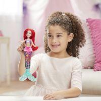 Hasbro Disney Princess panenka svítící Ariel do vody 6