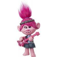 Hasbro Trolls zpívající figurka Poppy s rockovým příslušentvím 2