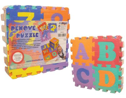 HM STUDIO 14505010 - Pěnové puzzle písmena a čísla 15 x 15 cm (36 dílků)