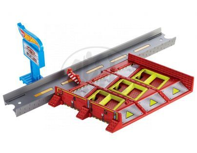 Hot Wheels Track Builder střední set - Parkoviště Mayhem