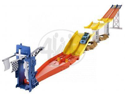 Hot Wheels Závodní dráha s dvěma skoky - BGJ25