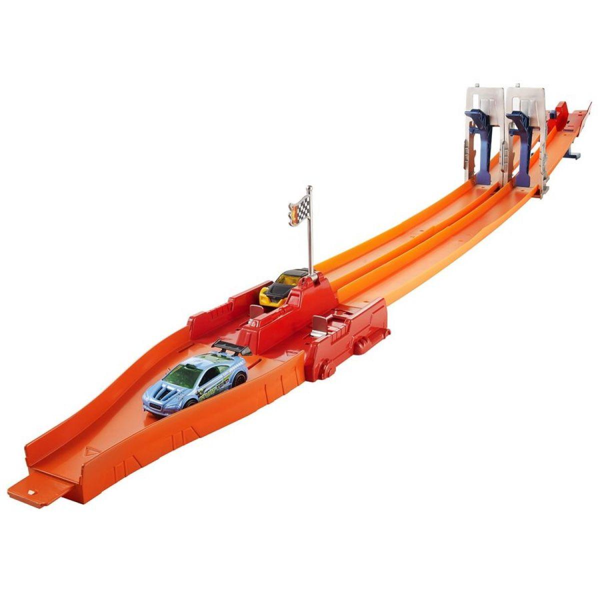 Hot Wheels Závodní dráha s dvěma skoky - BGJ26