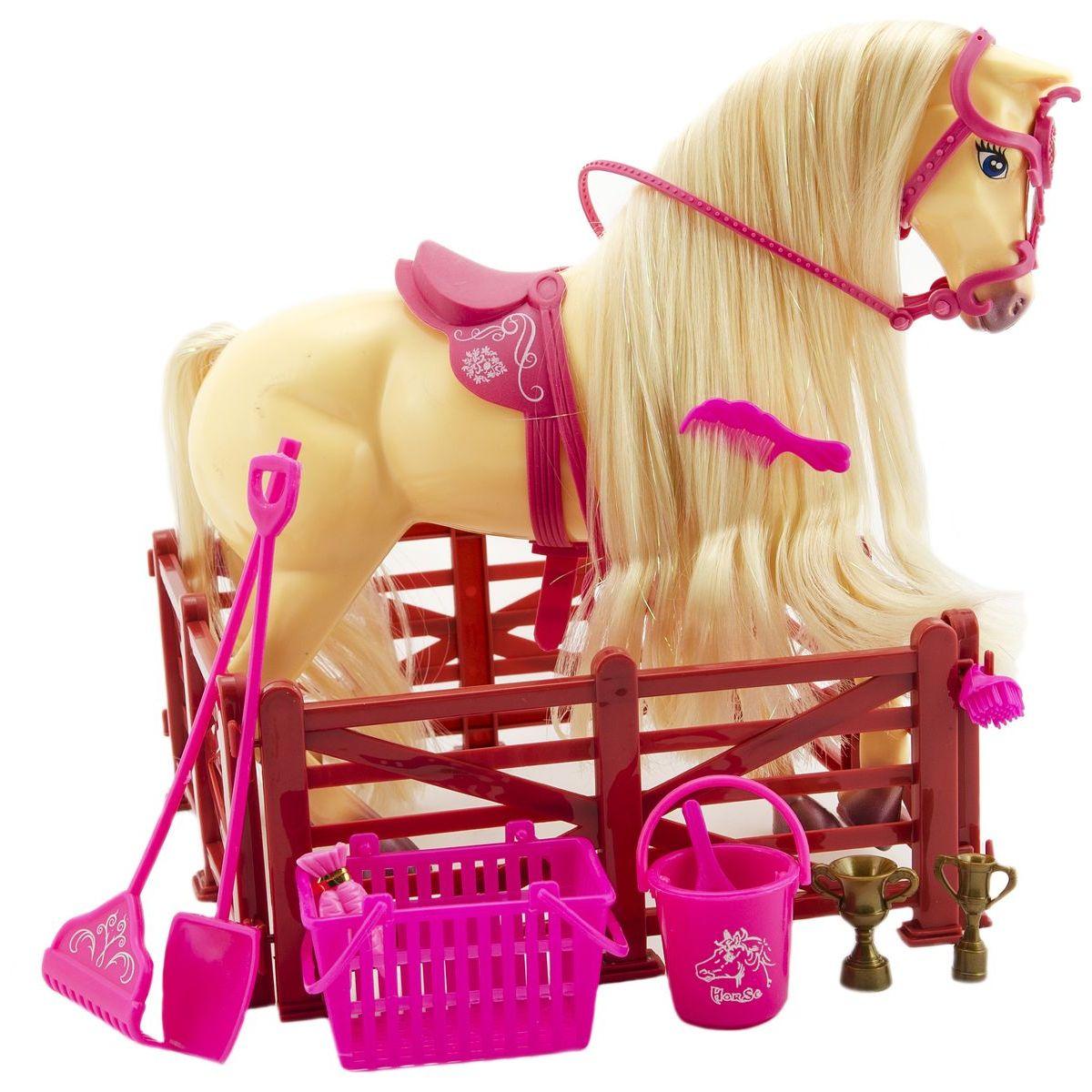 Kůň s doplňky a ohradou Světle hnědý kůň