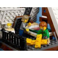 LEGO Creator 10229 Zimní chalupa 6