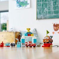 LEGO Duplo Cars TM 10924 Závodní den Bleska McQueena 4