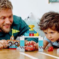 LEGO Duplo Cars TM 10924 Závodní den Bleska McQueena 5