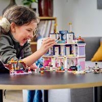 LEGO® Friends 41684 Hotel v městečku Heartlake 3