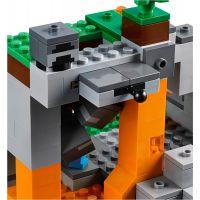 LEGO Minecraft 21141 Jeskyně se zombie 6
