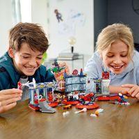 LEGO® Super Heroes Útok na pavúčí brloh 6