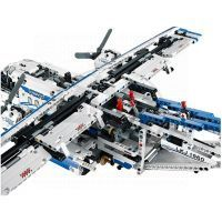 LEGO Technic 42025 - Nákladní letadlo 3