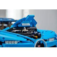 LEGO Technic 42083 Bugatti Chiron 6