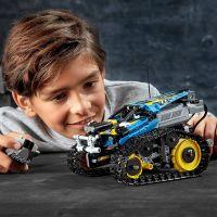 LEGO® Technic 42095 Kaskadérské závodní auto na dálkové ovládání 3