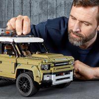 LEGO Technic 42110 Land Rover Defender 6