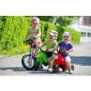 Odrážedlo je pro děti způsobem, jak na procházce stačit i dospělým