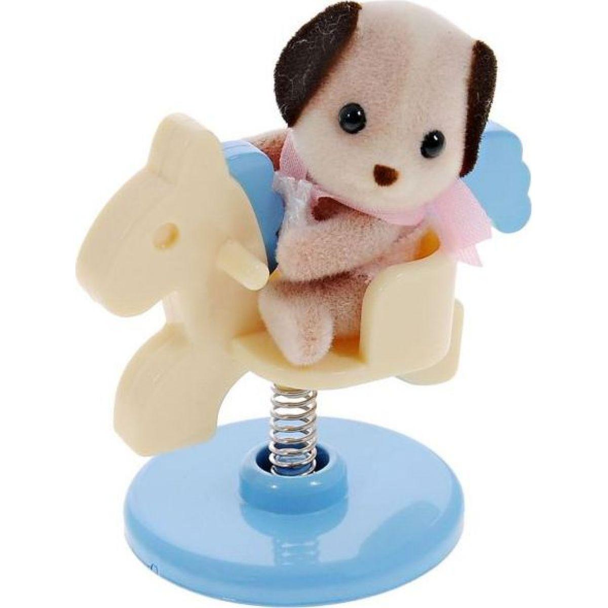 Sylvanian Families Baby příslušenství - štěně, méďa a králík si hrají doma - Štěně