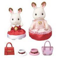 Sylvanian Families Město chocolate Dvě králičí kamarádky v elegantních šatech