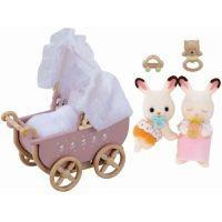 Sylvanian families Nábytek chocolate králíků - dvojče v kočárku