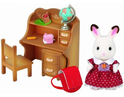 Sylvanian families Nábytek chocolate králíků - sestra u psacího stolu