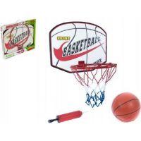 Basketbalový koš s míčem a pumpičkou