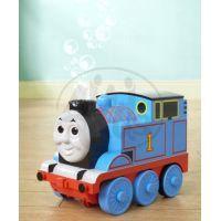 Tomáš hraje a vypouští bubliny 2