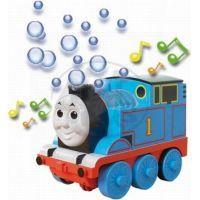 Tomáš hraje a vypouští bubliny 3