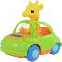 Tomy Žirafa v autě